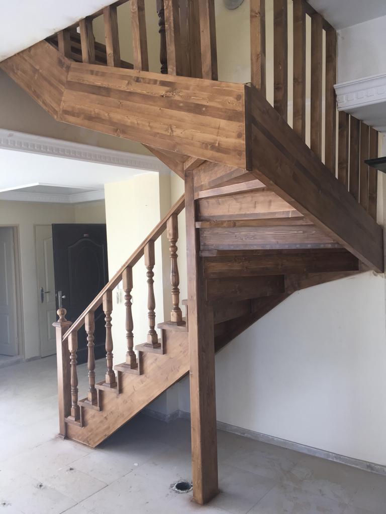 پله چوبی