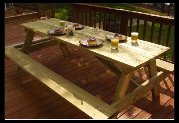 یک میز پیک نیک بزرگ بسازید.